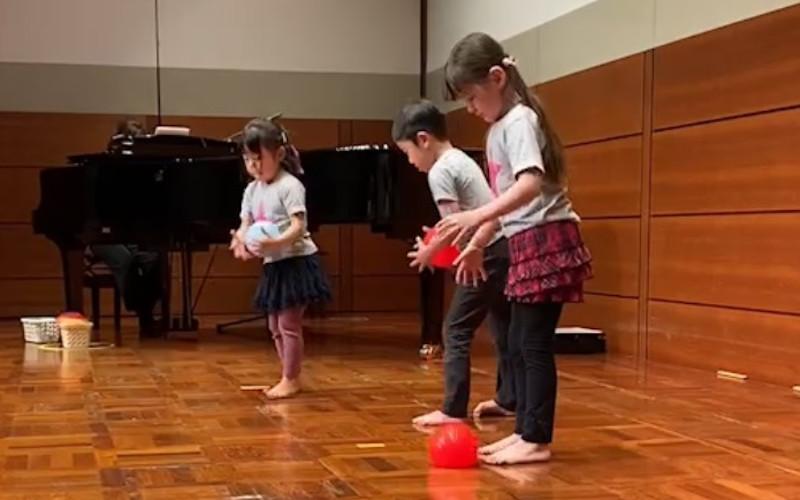 """子どもの習い事:音楽を""""聴いて、見て、感じる""""リトミック"""